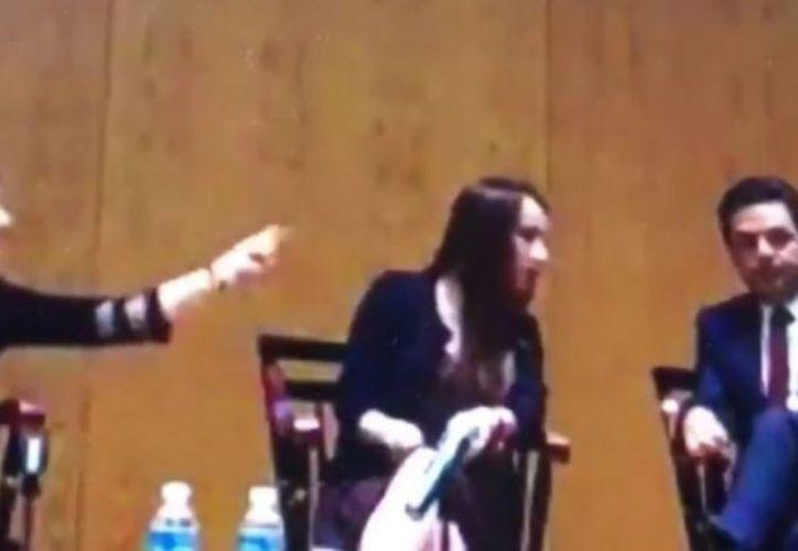 Tras 'chasquido de dedos' Dresser emitió su postura a través de su Twitter, reconociendo que no fue la manera y que fue poco educada. (Vanguardia MX)