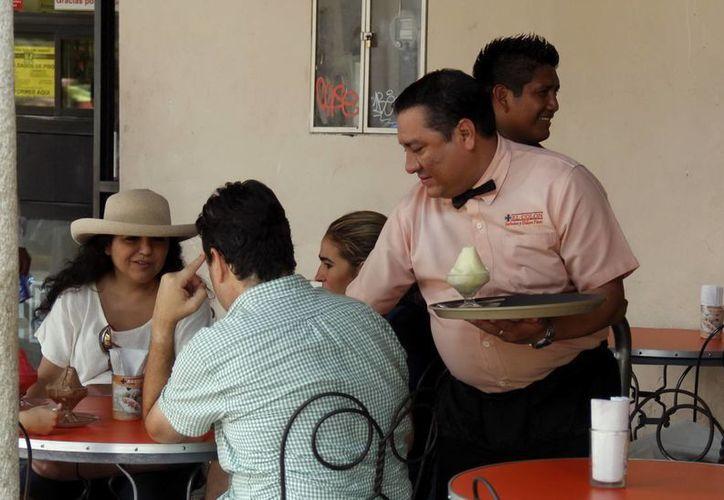 En Yucatán trabajan unas 60 mil personas en el sector restaurantero.  (SIPSE)