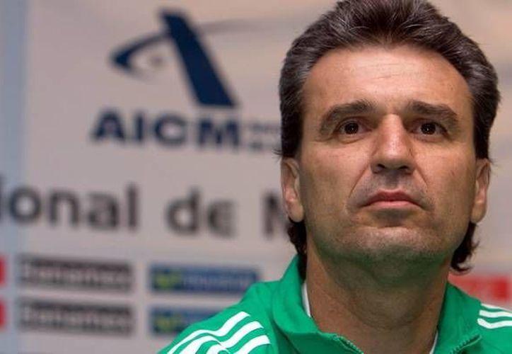 Después de el fracaso en selección nacional, Nestor de la Torre, podría regresar al mundo de futbol. (mediotiempo)