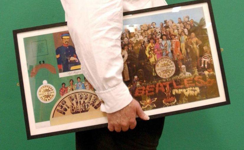 En la imagen un registro del diseño original de la carátula del album 'Sgt Peppers Lonely Hearts Club Band', de The Beatles, elaborado por el artista pop Sir Peter Blake. (EFE/Archivo)