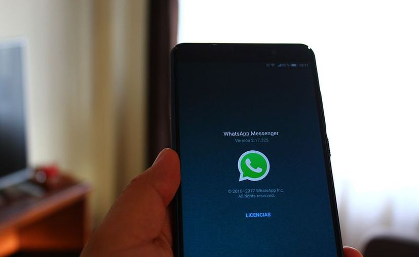 WhatsApp te informa a qué contacto le estás por enviar un contenido multimedia, antes de que lo envíes. (Max Pixel)