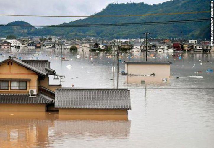 Cerca de 73 mil personas han sido movilizadas debido a las labores de búsqueda y rescate, en Japón, tras las fuertes lluvias. (CNN)