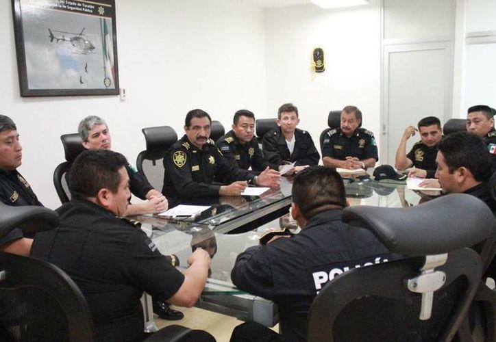 Hoy 1 de enero de 2015 a las 06:00 horas, se llevó a cabo en el edificio de la SSP una evaluación de los resultados de la operación de seguridad y vialidad que inició el miércoles 31 de diciembre a las 07:00 horas. (Milenio Novedades)