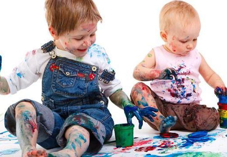Los niños usan el dibujo, la pintura, la expresión corporal y la lectura para darle significado a una idea. (Contexto/SIPSE)