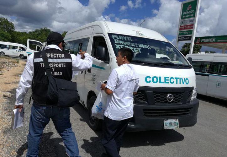 Iniciaron las inspecciones en camionetas de servicio público. (Foto: Adrián Barreto)