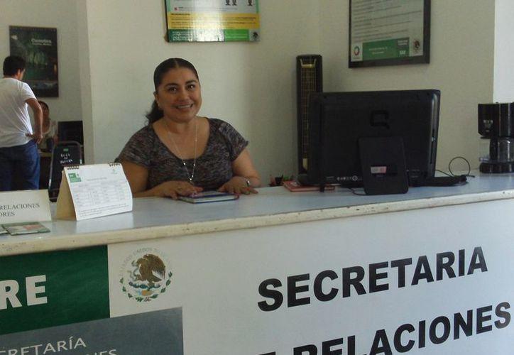 En temporadas de alta afluencia turística el módulo progreseño de la SRE atiende hasta a vecinos de Mérida. (Manuel Pool/SIPSE)