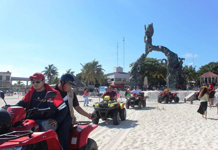 Según las autoridades alrededor de 18 mil turistas disfrutaron de las playas de Solidaridad. (Daniel Pacheco/SIPSE)