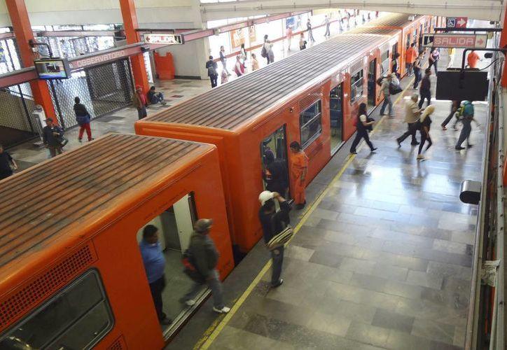 Los jóvenes que reciban la Tarjeta CDMX para viajar en el Metro deberán solicitar el refrendo del apoyo cada 6 meses. (Archivo/Notimex)