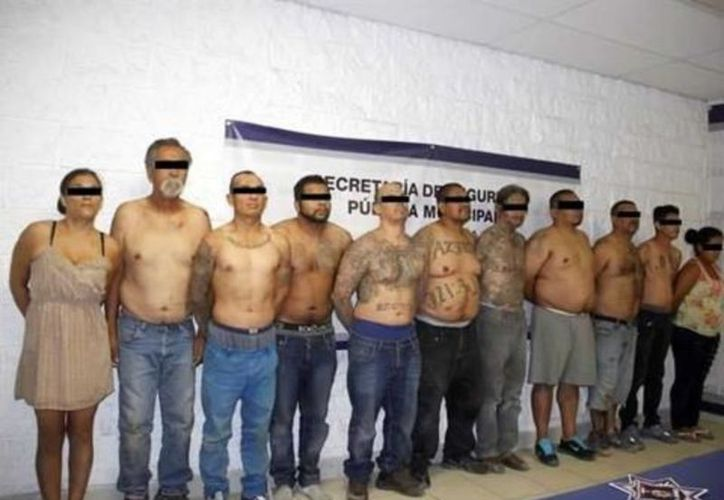 La detención ocurrió luego que agentes sometieran a revisión a varias personas con actitud sospechosa que cargaban una maleta. (Vanguardia MX)