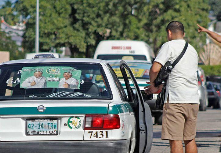 De acuerdo con la ley, hay tres tipos de servicio de automóvil de alquiler: para sitio específico, ruletero y el colectivo. (Jesús Tijerina/SIPSE)