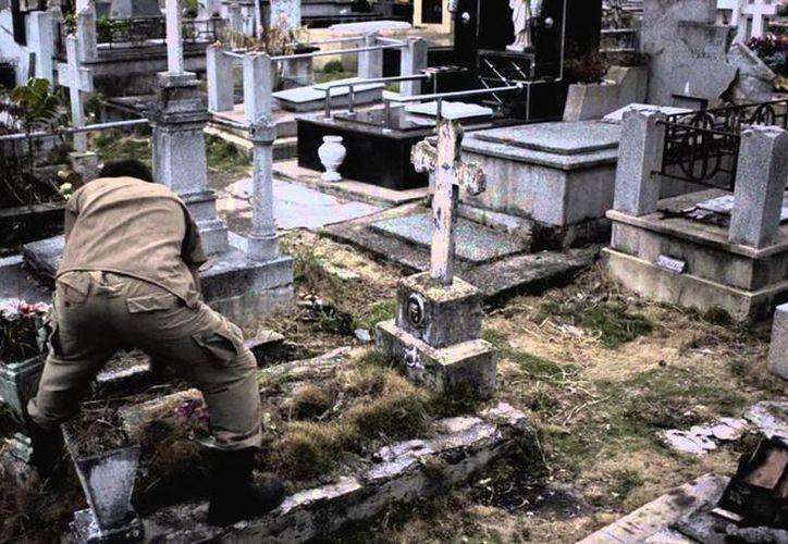 Ni muerto, don Jacinto Urías dejó de acudir a trabajr al panteón Florido. (Agencias)