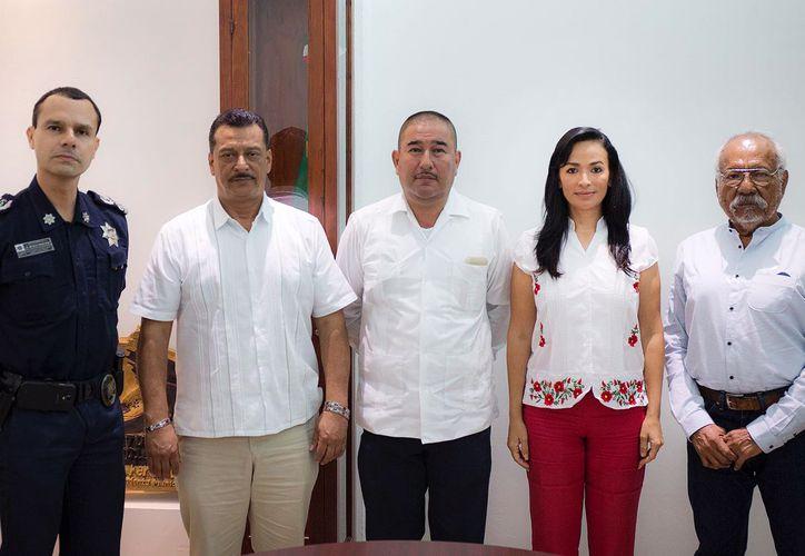 La presidenta municipal Laura Fernández Piña dio la bienvenida a Gumersindo Jiménez. (Redacción/ SIPSE)