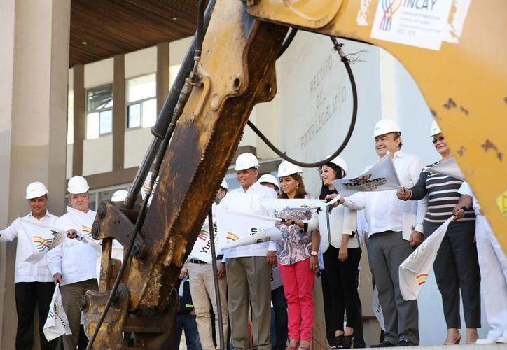 El gobernador Rolando Zapata presidió el inicio de los trabajos de construcción del Palacio de la Música, que se ubicará donde estaba el Congreso del Estado. (Fotos del Gobierno de Yucatán)