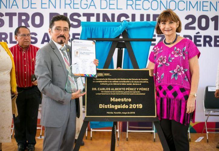 Con más de 30 años de trayectoria el profesor Carlos Alberto Pérez y Pérez recibió el laudo Maestro Distinguido 2019. (Novedades Yucatán)