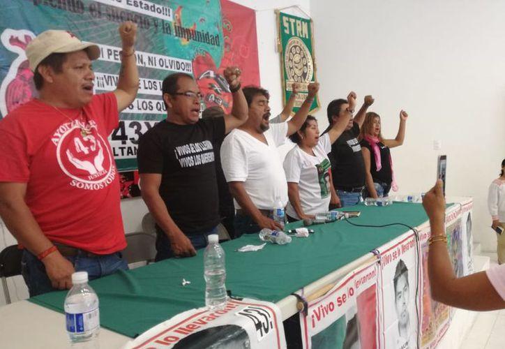 """""""Los jóvenes en México viven una situación difícil porque son sometidos por la autoridad"""", declararon los padres. (Verónica Fajardo/SIPSE)"""