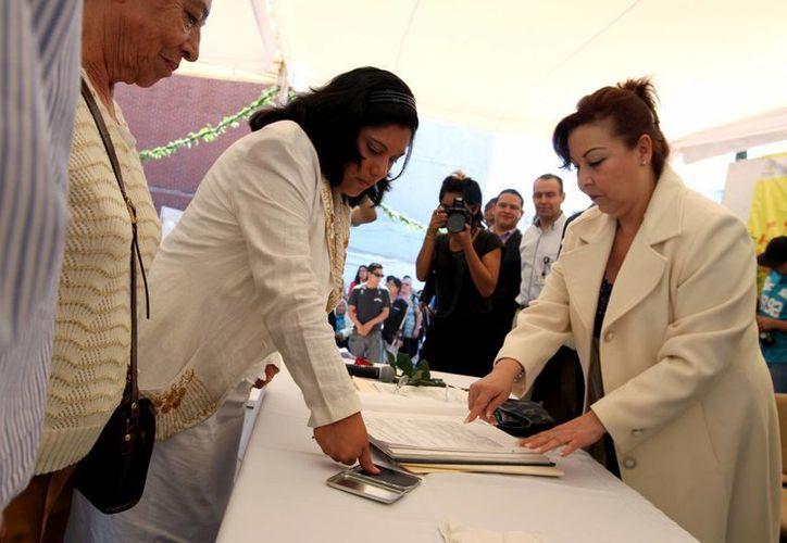 Más de mil parejas se darán el sí este Día del Amor y la Amistad en una boda masiva en plena plancha del Zócalo capitalino. (Archivo/Notimex)