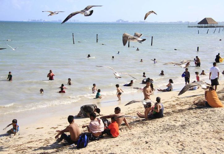La ocupación hotelera en Cancún es de 83%, y sólo subiría a 85% con el fin de semana largo, debido a la situación económica. (Luis Soto/SIPSE)