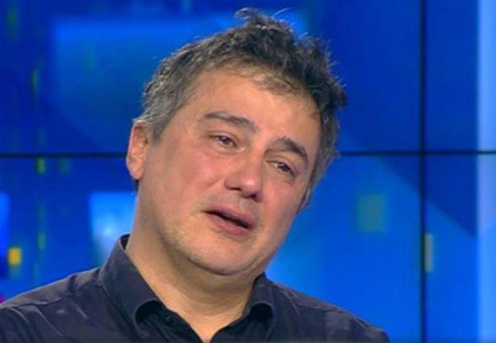Con los ojos llenos de lágrimas, Patrick Pelloux agradeció la solidaridad de la prensa francesa y del presidente Hollande. (itele)