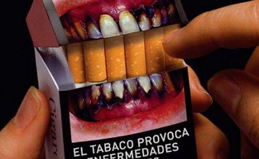 Las cajetillas contendrán textos en amarillo sobre un fondo negro que adviertan sobre los riesgos de consumo del tabaco. (Archivo/SIPSE)