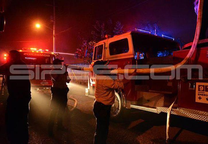 Secretaría de Seguridad Pública (SSP) realiza la evaluación de daños ocasionados por el incendio. (SIPSE)