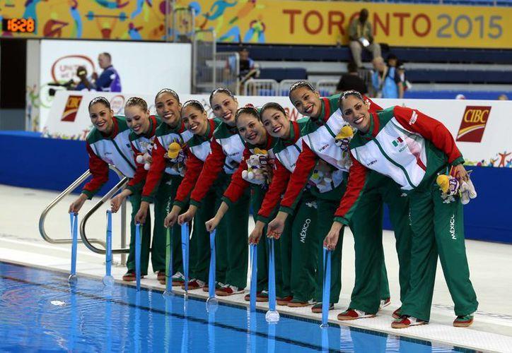El equipo mexicano femenil de nado sincronizado ganó la medalla de plata dentro de los XVII Juegos Panamericanos Toronto 2015. (Notimex)