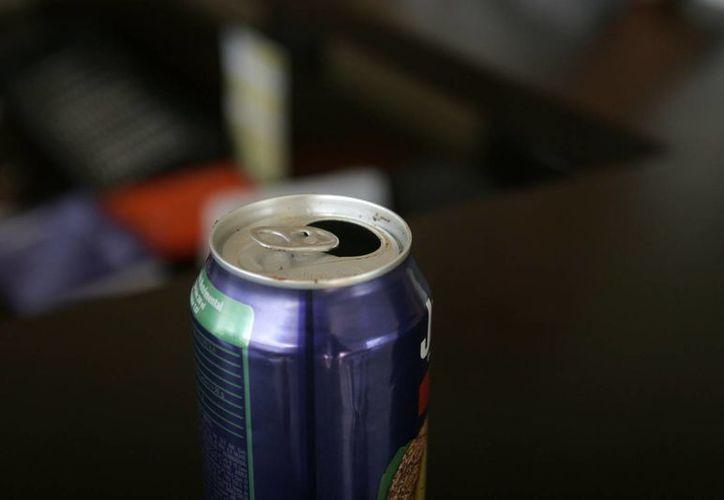 El contacto con la boquilla de las latas es suficiente para contraer una posible infección. (Enrique Mena/SIPSE)