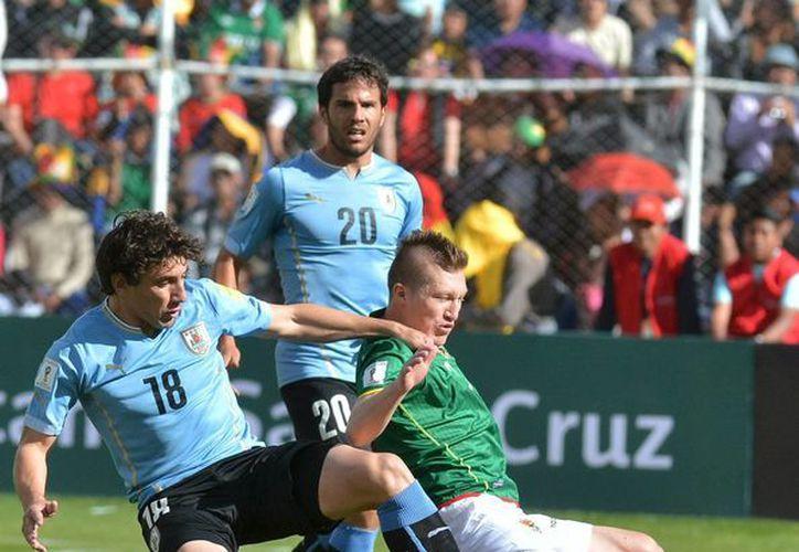 Uruguay le ganó a Bolivia en el estadio Hernando Siles de La Paz, en partido por las eliminatorias sudamericanas del Mundial Rusia 2018. (Fotos: EFE)