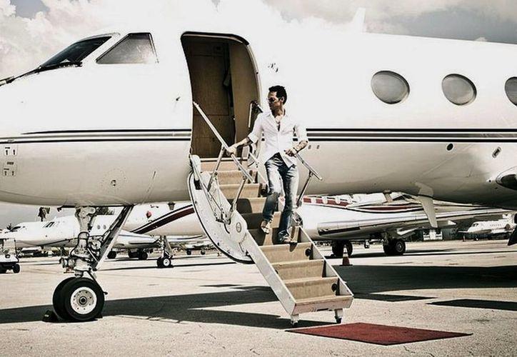 Imagen de Instagram que subió el cantante puertorriqueño hace 3 semanas en su jet privado en un lugar no identificado. (Milenio Novedades)