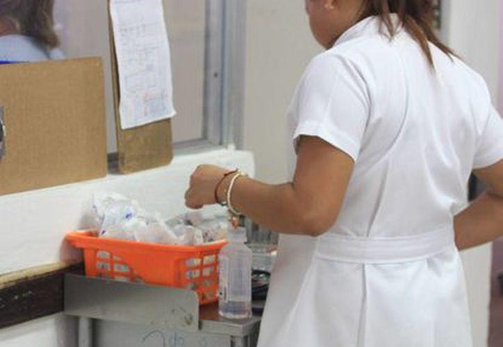 Las enfermedades respiratorias se hacen más frecuentes, tener tos y malestar general son síntomas comunes. (Lara Alfaro/SIPSE)