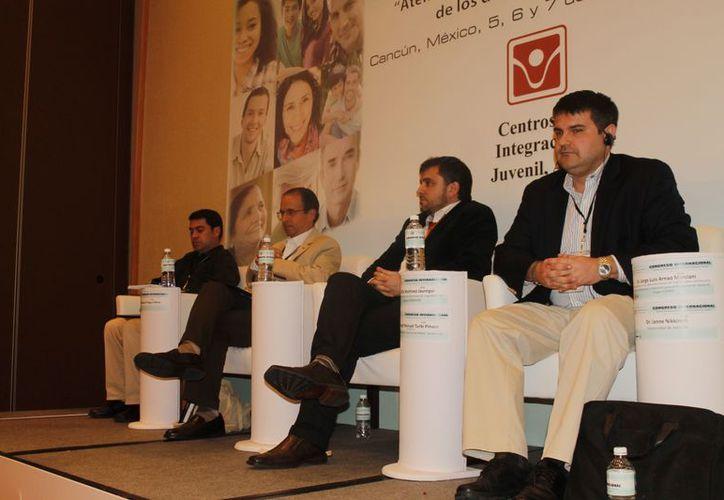 Especialistas en ludopatía participaron en un foro para analizar el problema en México. (Tomás Álvarez/SIPSE)