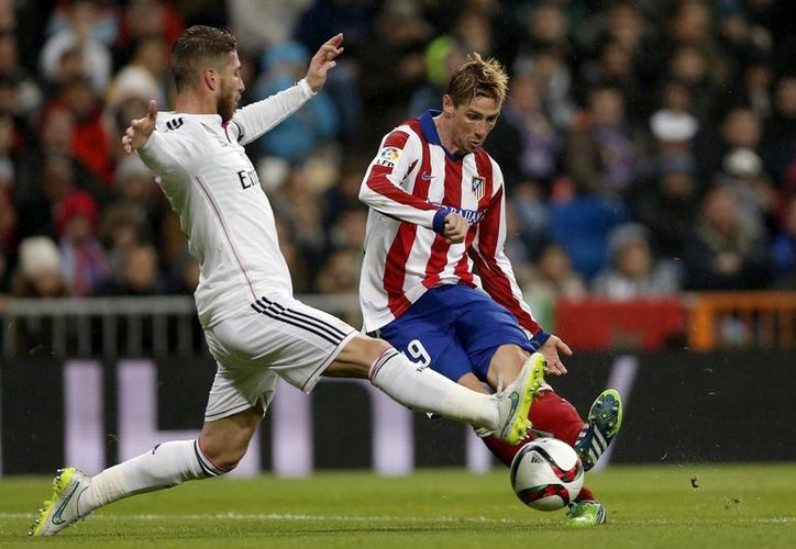Fernando Torres, El Niño, consentido de la afición de Atlético de Madrid, sepultó las aspiraciones del vigente campeón de Copa del Rey. (Fotos: AP)