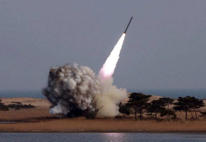 Corea del Norte defiende que su programa Kwangmyongsong (Estrella brillante) solo busca poner en órbita satélites geoestacionarios. (Agencias/Archivo)