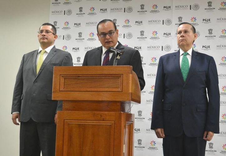 Los cinco detenidos en Michoacán están acusados de secuestrar y/o extorsionar a transportistas de Múgica. En la foto, el procurador de Justicia, José Martín Godoy. (Foto de contexto de Notimex)