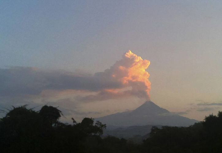 El Volcán de Fuego de Colima es el que tiene mayor actividad constante en el país. (AP/Dario Lopez-Mills)