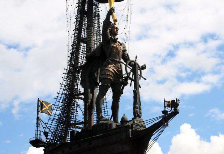 Al emperador no creo que le causaría gracia su monumento.