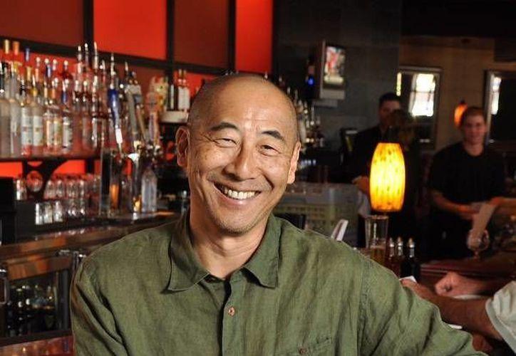 Philip Chiang, exitoso empresario restaurantero, recomienda adquirir toda la experiencia que se pueda antes de abrir un negocio de venta de comida. (Cecilia Ricárdez/SIPSE)