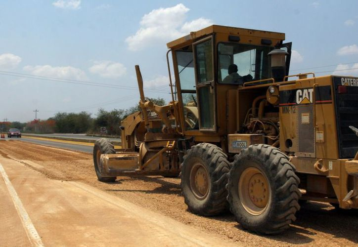 Otra de las carreteras que será ampliada es la Valladolid-Chichén Itzá, que pasará de siete a 12 metros. (Milenio Novedades)