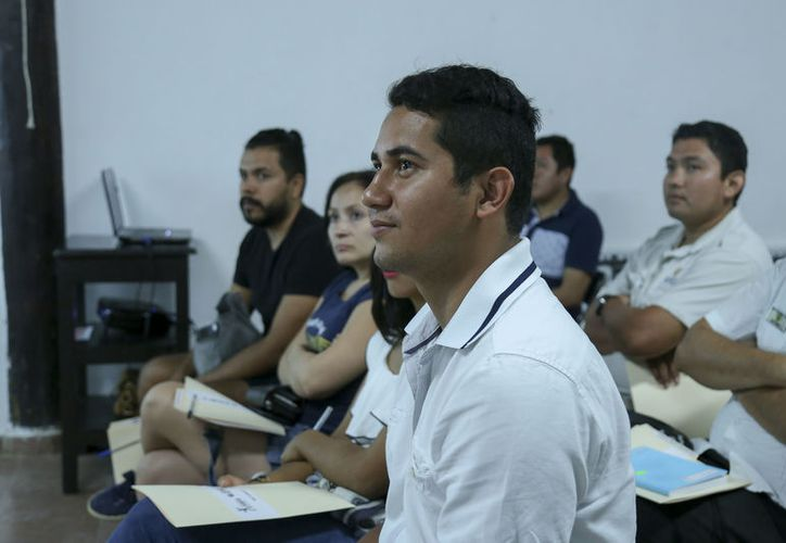 """Más de 20 jóvenes emprendedores asistieron a la primera capacitación """"Abre tu empresa hoy"""". (Redacción/SIPSE)"""