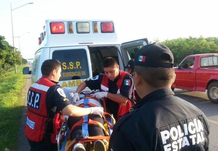 Alma de Jesús Alemán Vivas y su hijo Mauricio Canto Alemán fueron trasladados al hospital, tras el choque en el periférico de Mérida. (Milenio Novedades)