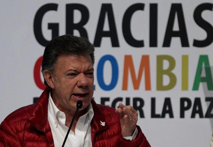 El presidente Santos toma el proceso de paz con las FARC como una de las cartas de su campaña hacia la reelección. (EFE)