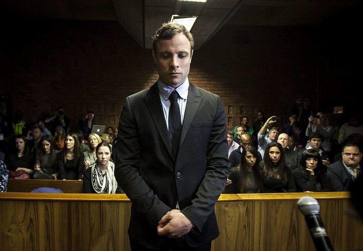 Aunque Pistorius ya ha confesado que disparó contra su novia al creer que era un intruso, podría purgar cadena perpetua. (EFE)