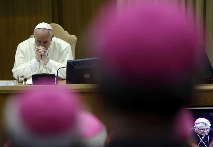 El Papa Francisco durante una de las sesiones del sínodo sobre cuestiones de la familia en el Vaticano. (Agencias)