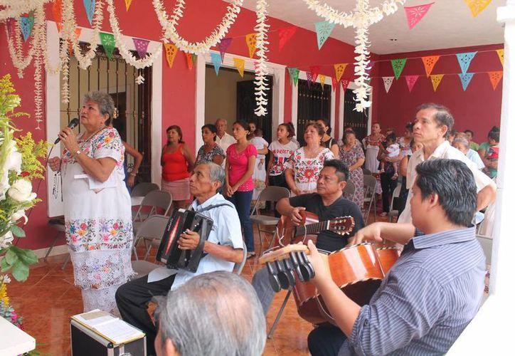 """""""Es un gusto para mí y mi familia que se preserve esta tradición que tiene ya 150 años"""" dijo Doña Aurora, bisnieta del iniciador. (Martiniano Alcocer/SIPSE)"""