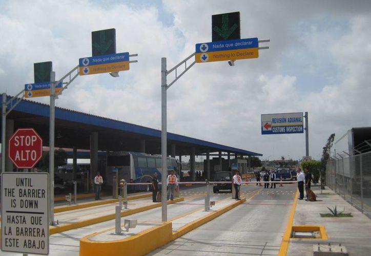 Agentes con unidades caninas y equipo de alta tecnología detectaron la droga en la aduana. (adntamaulipas.com/Archivo)