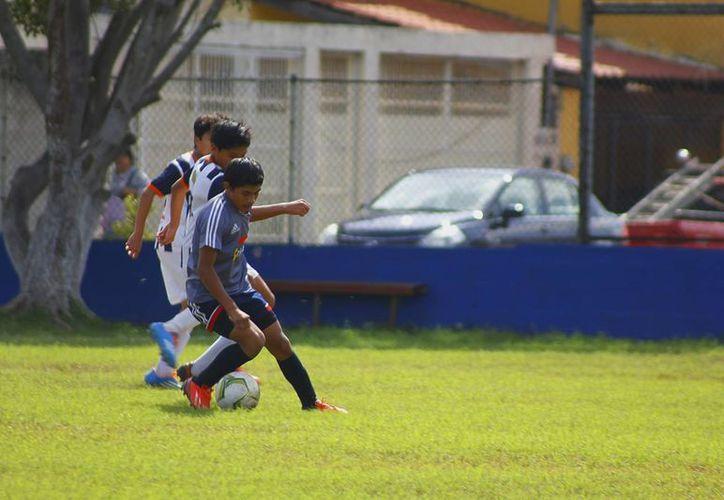 Partido entre Rayados Mérida contra Chivas Campeche. (Milenio Novedades)