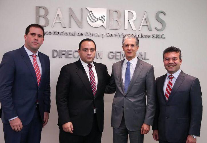 Roberto Borge y Del Mazo Maza, hablaron sobre varios proyectos que podrían recibir apoyo financiero de la institución. (Cortesía/SIPSE)