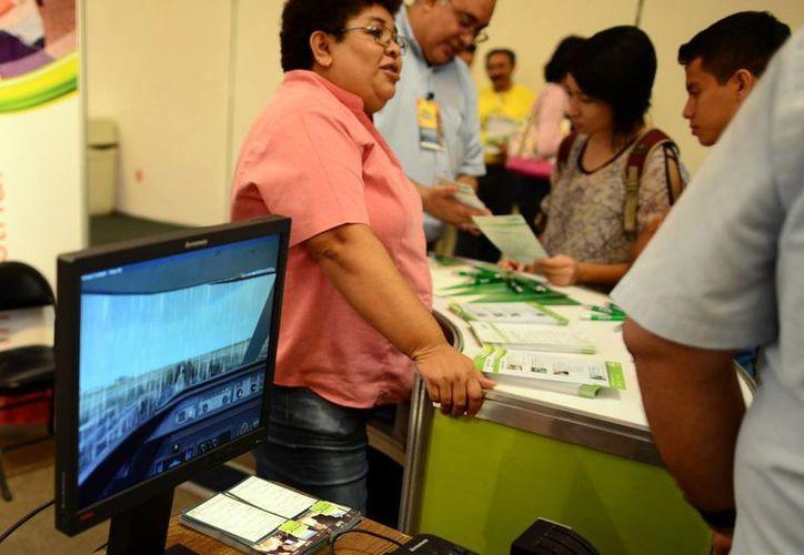 Las instituciones que participaron en la expo ayudaron a definir el perfil vocacional de los estudiantes. (Luis Pérez/SIPSE)