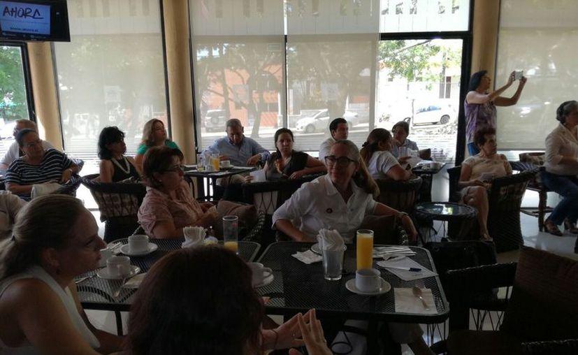 Los grupos de Derechos Humanos durante una reunión. (Luis Soto/SIPSE)