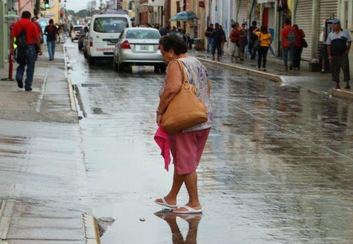 El calor en Mérida alcanzó ayer los 37.3 grados a las 15:00 horas a la sombra. Para hoy también se espera calor con lluvias por la tarde. (José Acosta/SIPSE)