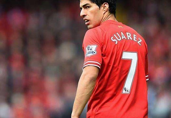 Luis Suárez fue el máximo anotador de la liga inglesa en esta temporada.  (Facebook.com)